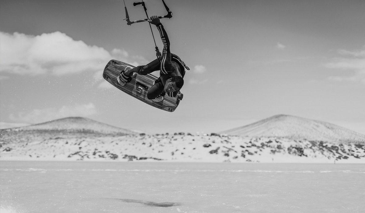 Fluid kiteboarding boardoff kitesurfing ilja huner photo by trick